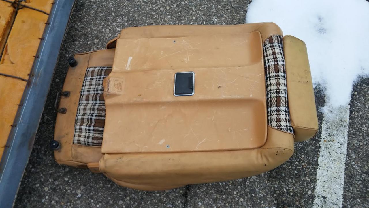 Name:  FairStang Original Plaid Bucket Seat1.jpg Views: 268 Size:  121.7 KB